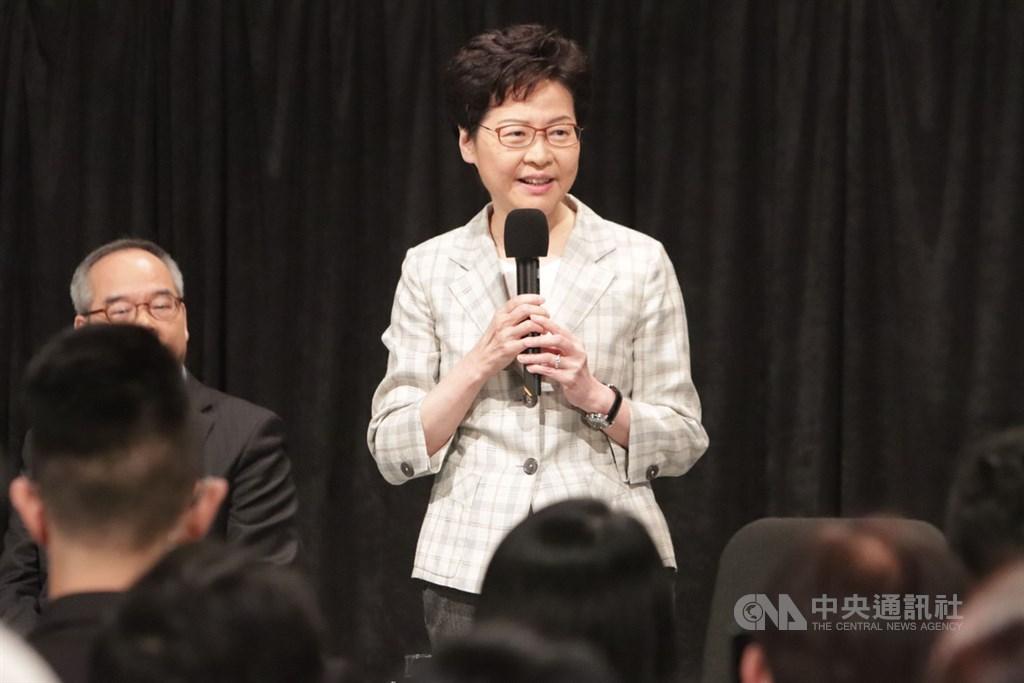 香港政府首場「社區對話」26日晚上7時在灣仔伊利沙伯體育館舉行,特首林鄭月娥表示,對話不是公關技倆,而是尋求改變。中央社記者張謙香港攝 108年9月26日
