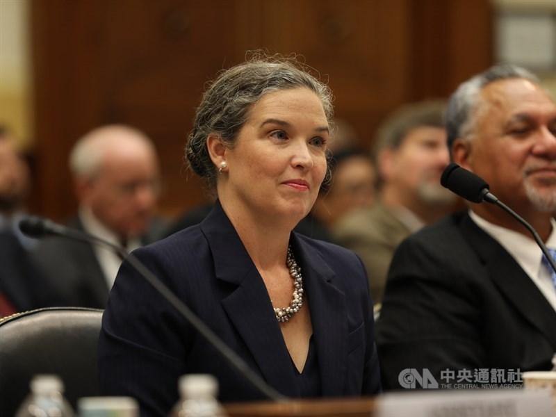 美國國務院亞太副助卿孫曉雅26日出席眾議院外交委員會聽證會時,宣布將在兩週內以資深APEC官員身分訪問台灣。中央社記者徐薇婷華盛頓攝 108年9月27日