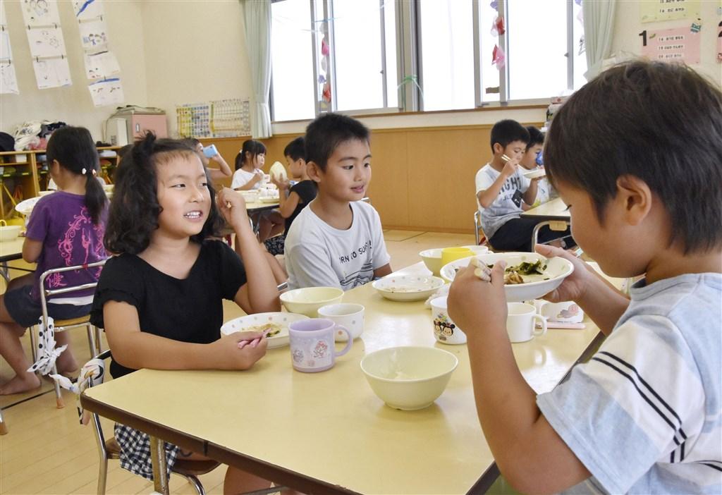 日本的幼教幼托免費政策與消費稅一樣在10月1日上路。圖為日本幼兒園學童。(共同社提供)
