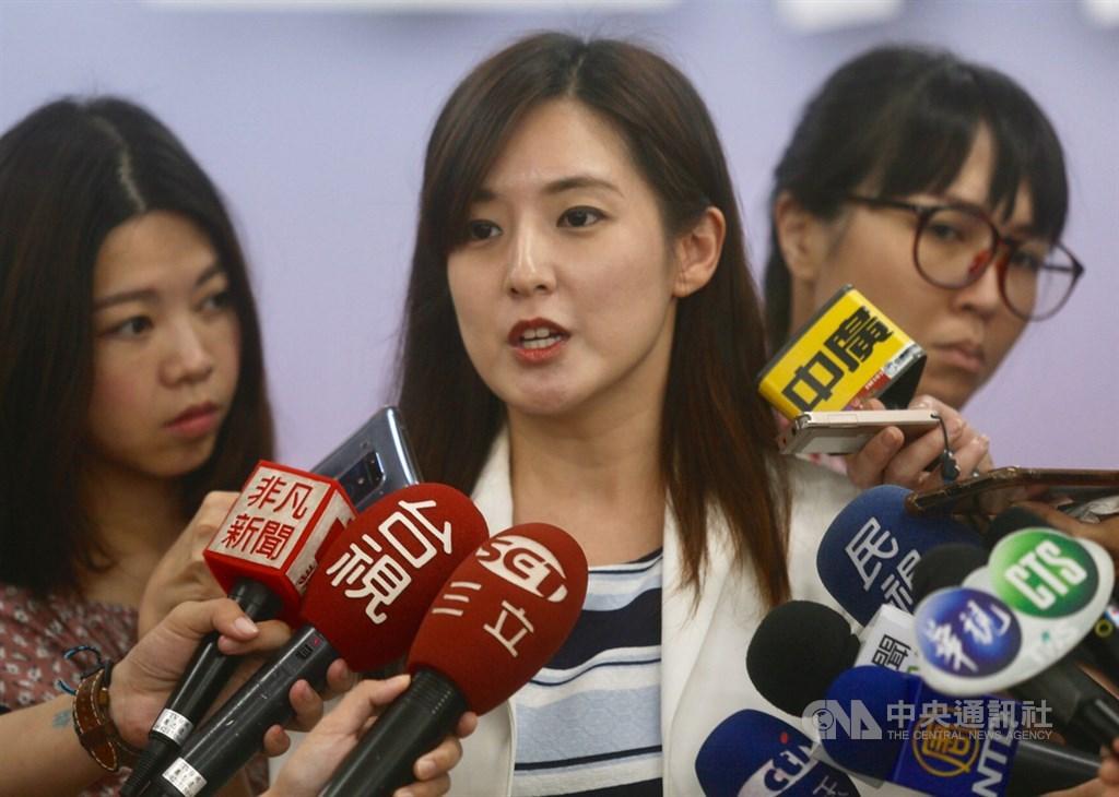 韓國瑜競辦發言人何庭歡(中)表示說,韓國瑜的發言及態度深受民眾喜歡,是個人魅力所在,團隊從來沒有要限制韓國瑜發言。(中央社檔案照片)