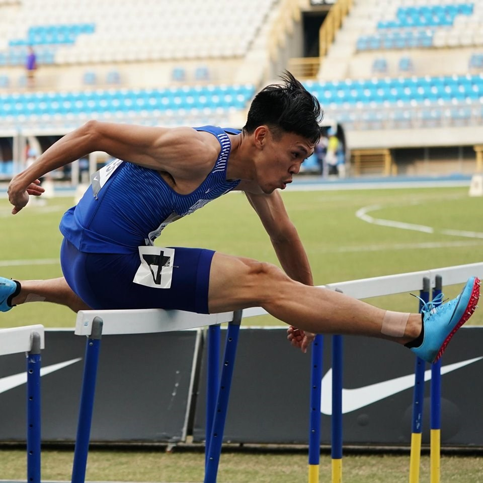 「台灣欄神」陳奎儒1日凌晨在世界田徑錦標賽男子110公尺跨欄預賽,跑出13秒57,雖未達奧運參賽標準,仍以分組第3晉級準決賽。(圖取自facebook.com/Chenkueiru)