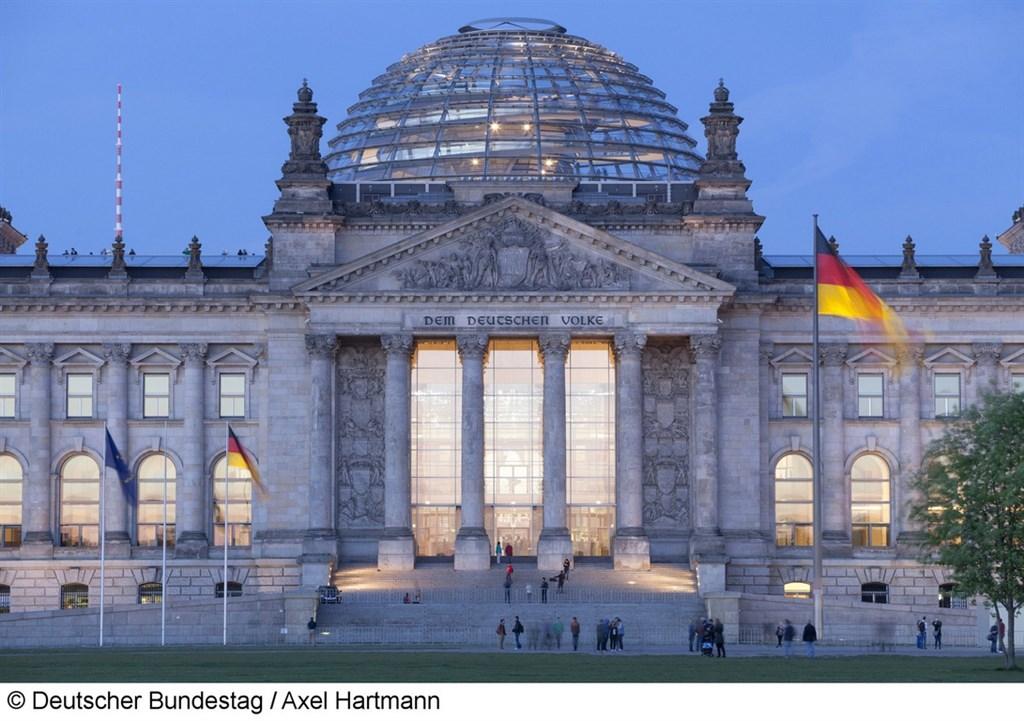 一名德國人數月前向國會請願,建議政府與中華民國(台灣)建立外交關係,連署人數3日超過立案門檻5萬人。圖為德國國會。(Deutscher Bundestag/Axel Hartmann提供)中央社記者林育立柏林傳真 108年10月3日