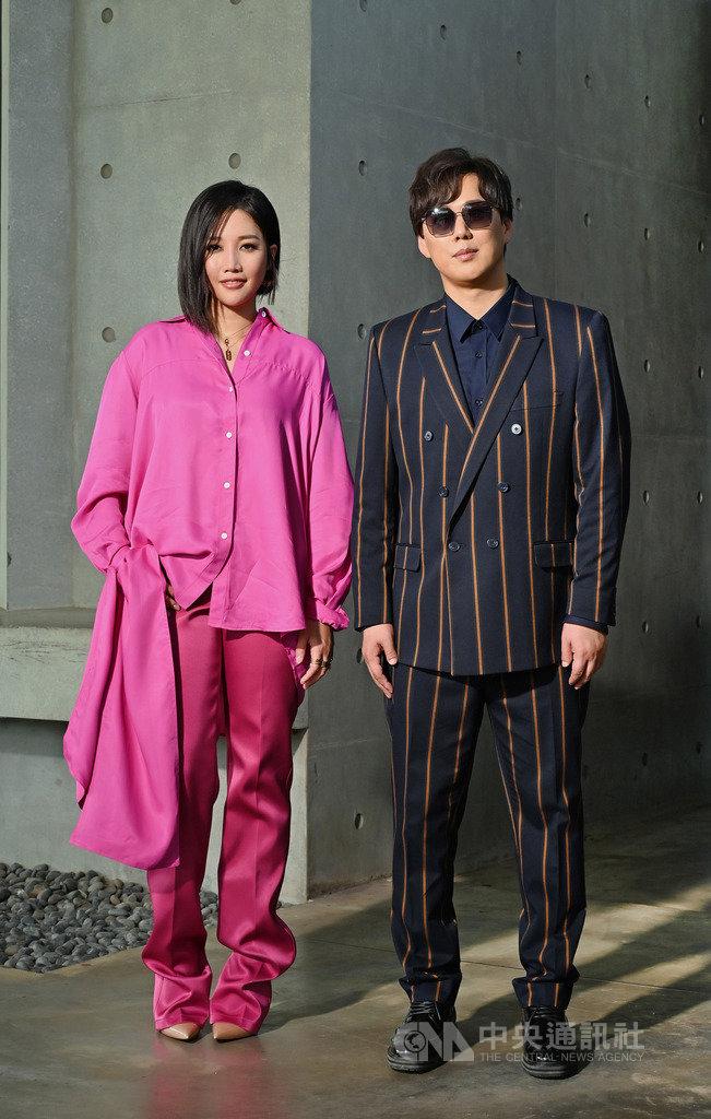 歌手蕭煌奇(右)將發行新專輯「候鳥」,邀請歌手A-Lin(左)一同演唱專輯中第2波主打單曲,也是一首都會情歌。(環球音樂提供)中央社記者陳秉弘傳真 108年10月4日