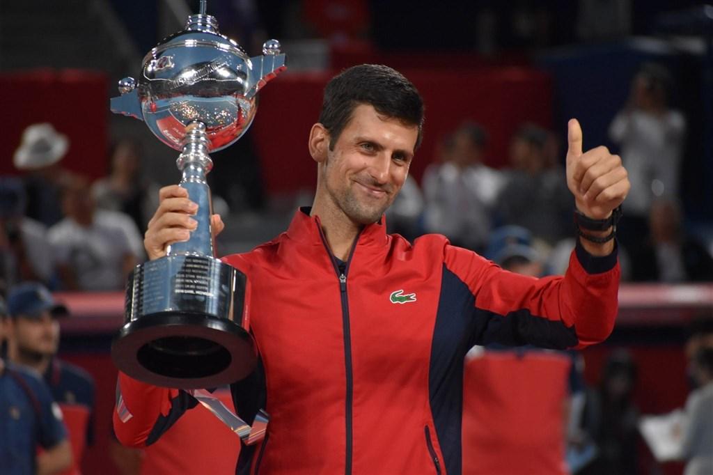 世界男網排名第一的喬科維奇(圖)6日在日本網球公開賽,以6比3、6比2擊敗澳洲選手米爾曼,拿下冠軍。(圖取自twitter.com/rakutenopen)