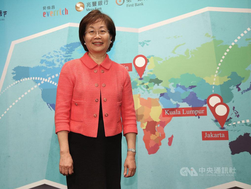 中央通訊社董事裘兆琳7日在台北出席第2屆「我是海外特派員」成果發表會時表示,近年社群竄起、假新聞現象日益嚴重,給國際帶來很大問題,因此,培養媒體人才成了當前媒體重要工作之一。中央社記者張新偉攝 108年10月7日