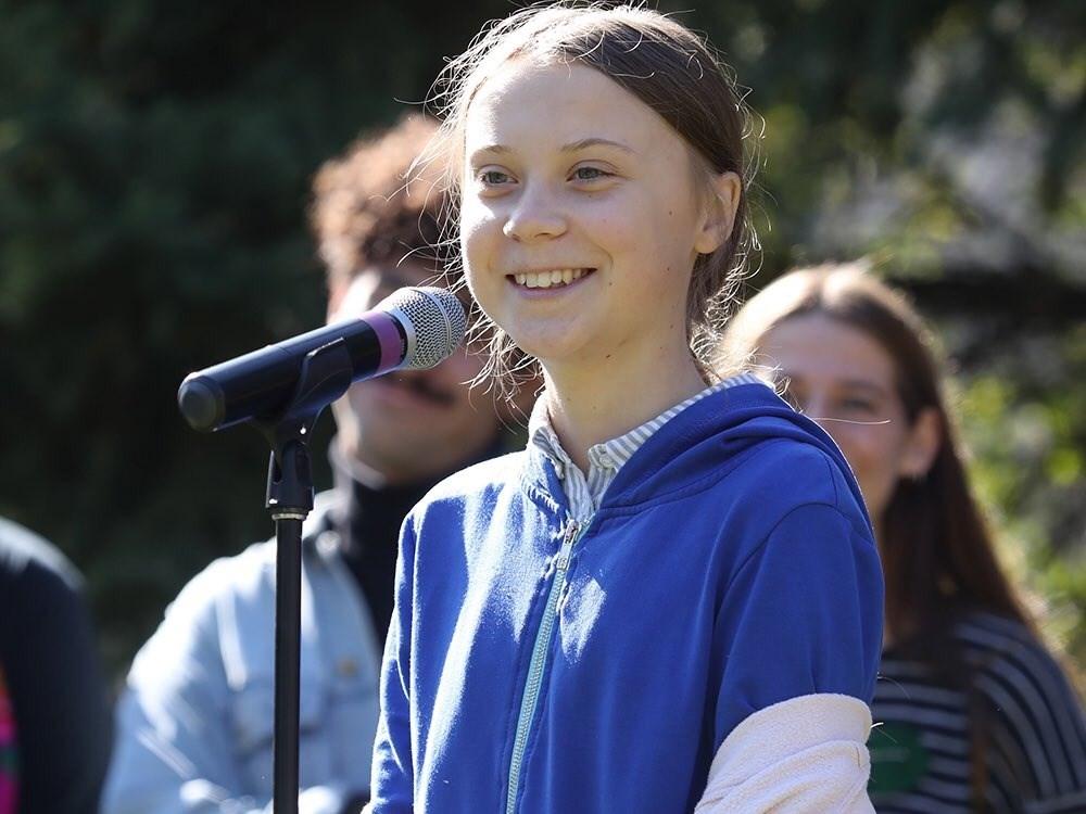 瑞典環保小鬥士桑柏格(中)年僅16歲就獲得國際特赦組織的良心大使獎與瑞典優質民生獎,被賭盤看好獲得2019年諾貝爾和平獎。但部分專家對此採謹慎態度。(圖取自twitter.com/GretaThunberg)