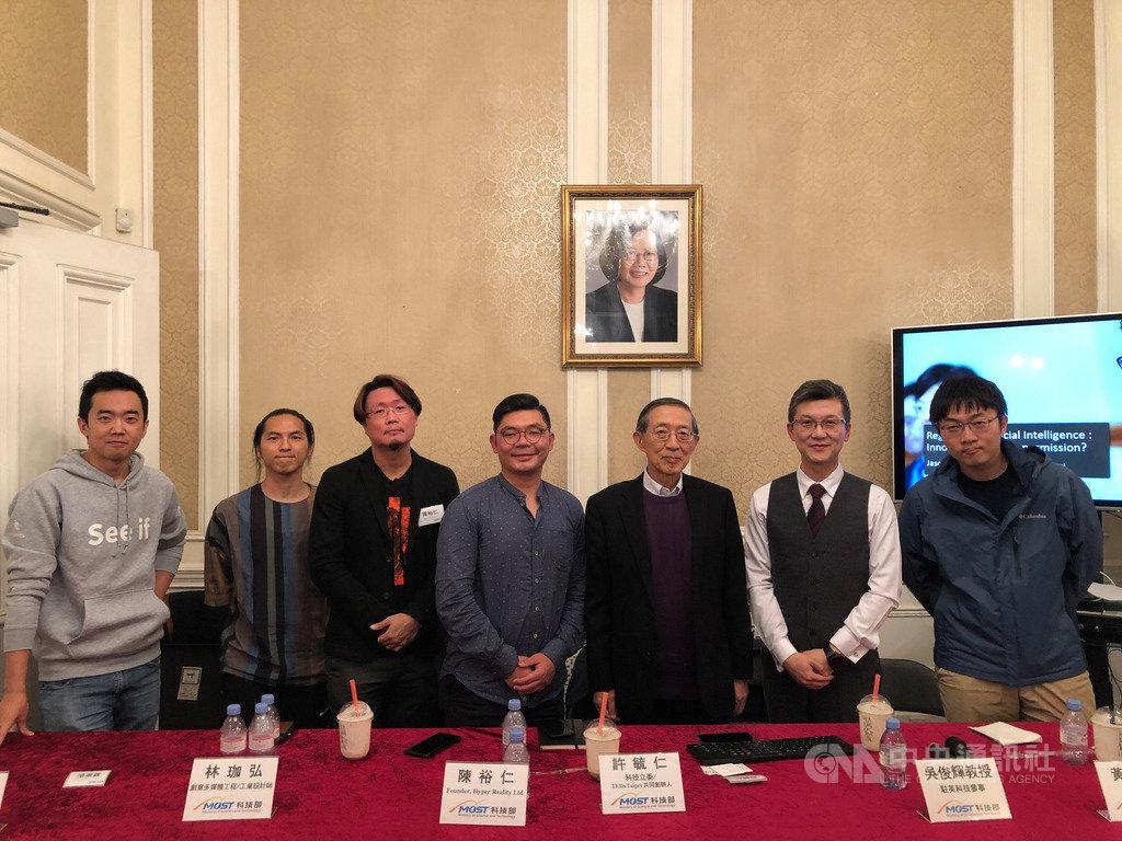 國民黨立法委員許毓仁(左4)近期訪英,5日舉辦座談會和旅英科技業人士商討他正在推動的人工智慧發展基本法。中央社記者戴雅真倫敦攝 108年10月9日