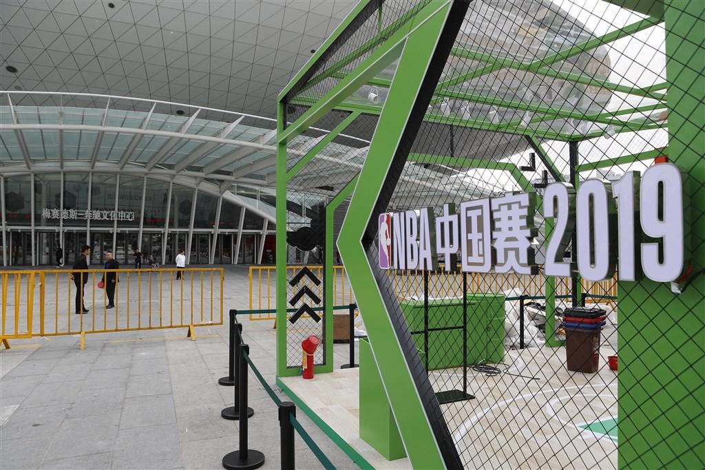 NBA休士頓火箭隊總經理摩瑞發言支持香港後,中國贊助商紛紛抵制。圖為上海世博慶典廣場上的贊助商臨時展台空無一人。(中新社提供)