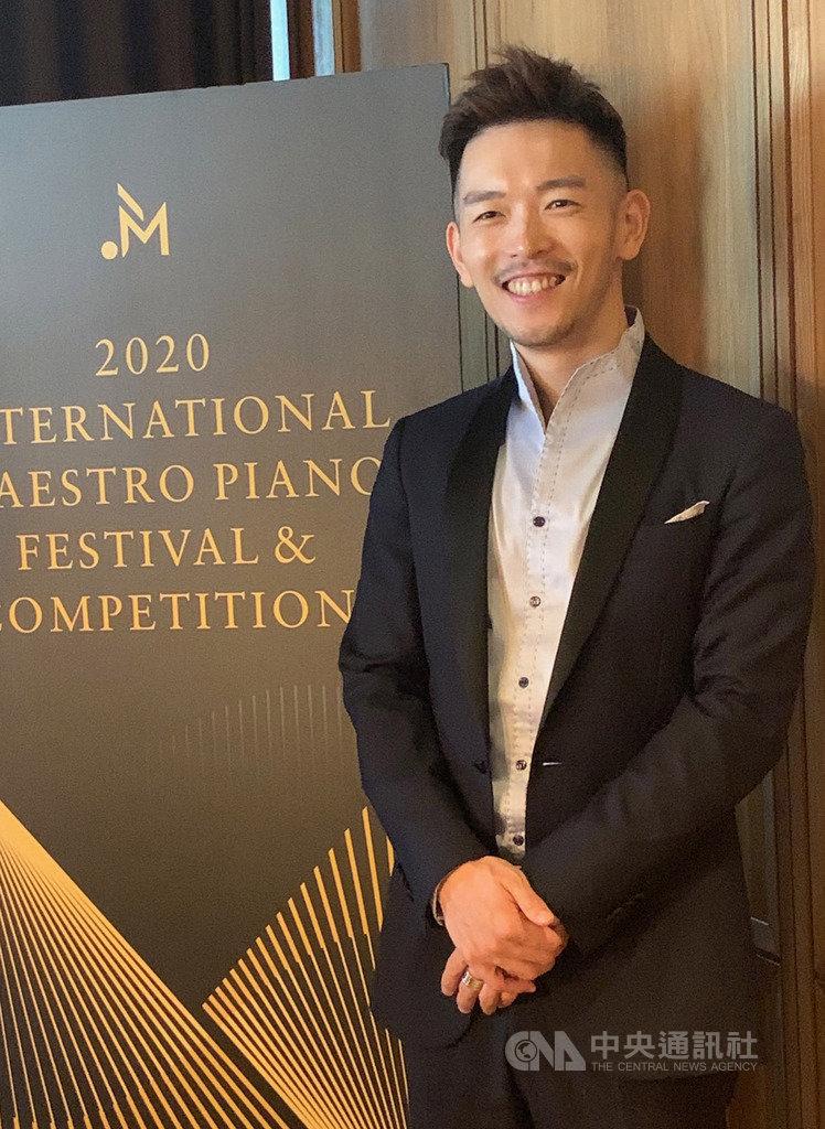 國際大師鋼琴藝術節即將邁入第4屆,將同步舉行首屆國際大師鋼琴大賽,藝術總監、鋼琴家嚴俊傑表示,舉辦藝術節花去許多練琴時間,但他希望這個平台能讓上一代的音樂傳奇在台灣重現,音樂學子不用出國,就可遇見真正的名師。中央社記者趙靜瑜攝 108年10月9日