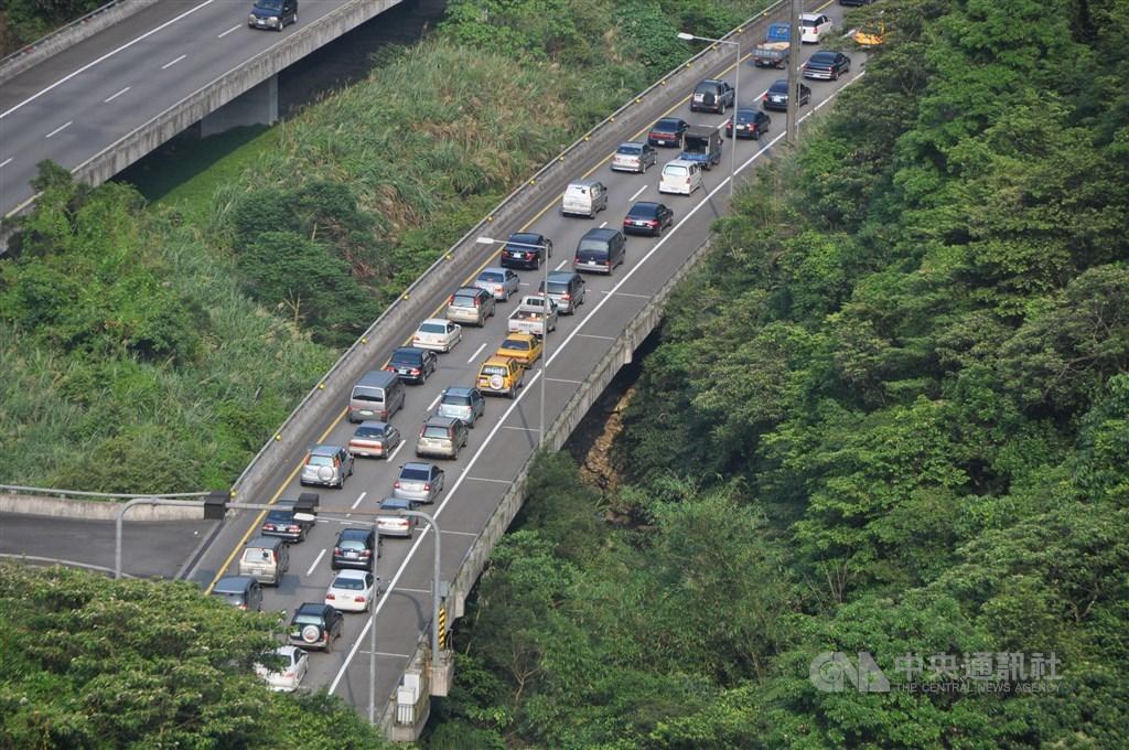 高速公路局預估,11日國道仍有6路段易塞車,主要集中在上午北部南下方向。(示意圖/中央社檔案照片)