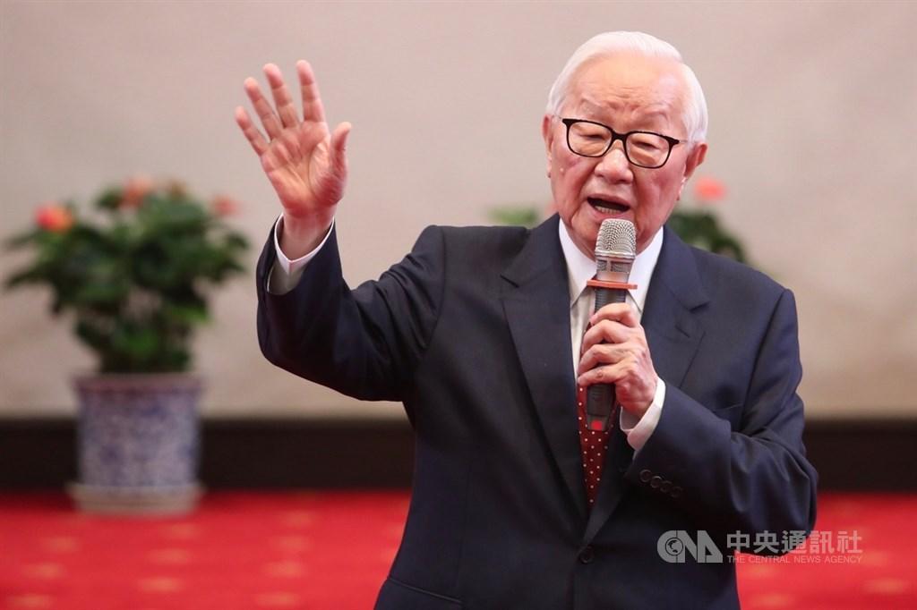 總統蔡英文14日上午在總統府召開記者會,公布本屆亞太經濟合作會議(APEC)領袖代表由台積電創辦人張忠謀(圖)擔任,這是他退休後連兩年擔任代表,今年將第3度出任APEC領袖代表。中央社記者吳家昇攝 108年10月14日