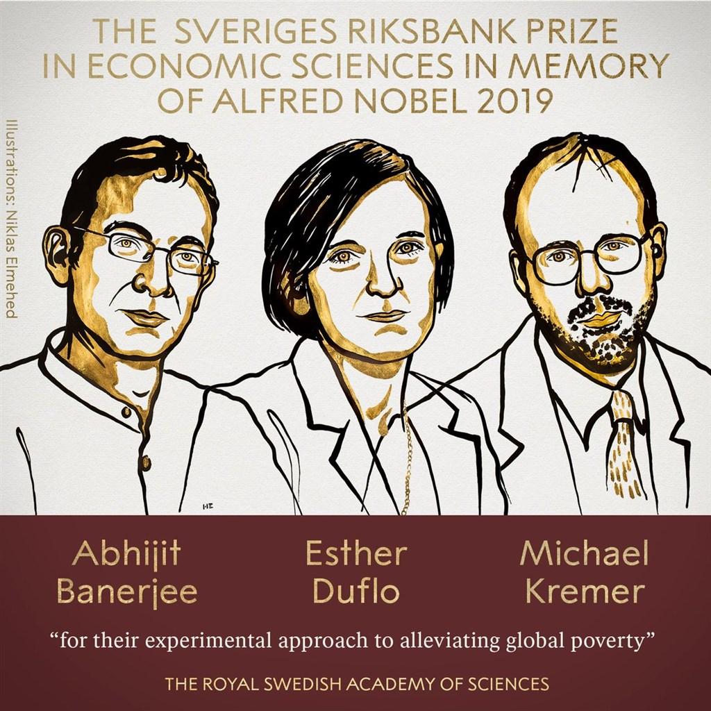 美國學者巴納吉(左起)、法裔美籍經濟學家杜芙洛和美國學者克里莫14日獲2019年諾貝爾經濟學獎。(圖取自twitter.com/NobelPrize)