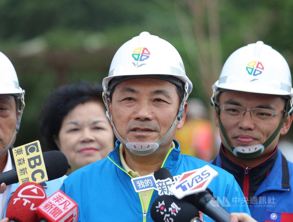 對於雙北合作申辦2030亞運一事,新北市長侯友宜(前)15日表示,中央也要扮演一定的角色,只有中央地方一起合作,亞運才辦得成。中央社記者王鴻國攝  108年10月15日