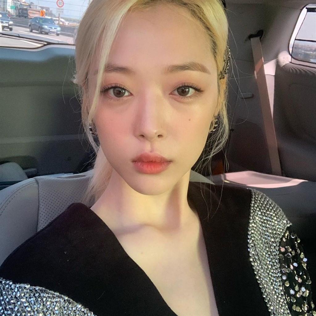 南韓藝人雪莉14日被發現在家中身亡,不但在韓國引起討論,台灣媒體也持續報導。(圖取自雪莉IG網頁instagram.com/jelly_jilli)