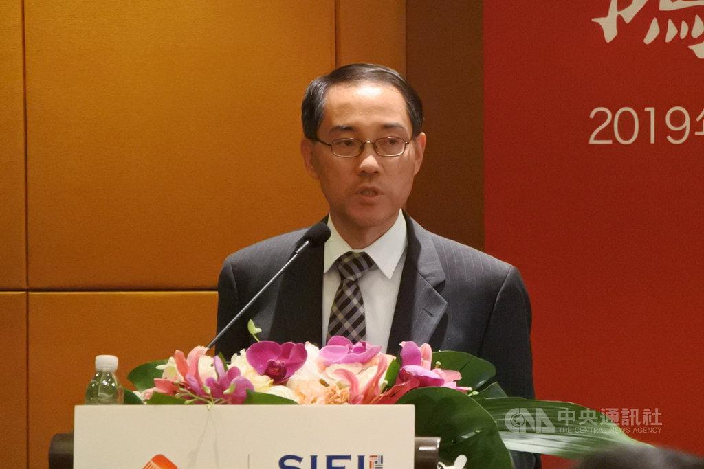 渣打銀行大中華區及北亞首席經濟經濟師丁爽14日在上海演講,指中美貿易戰對2020年的直接影響更甚於2019年,此外也間接影響投資和消費信心。中央社記者張淑伶上海攝  108年10月15日