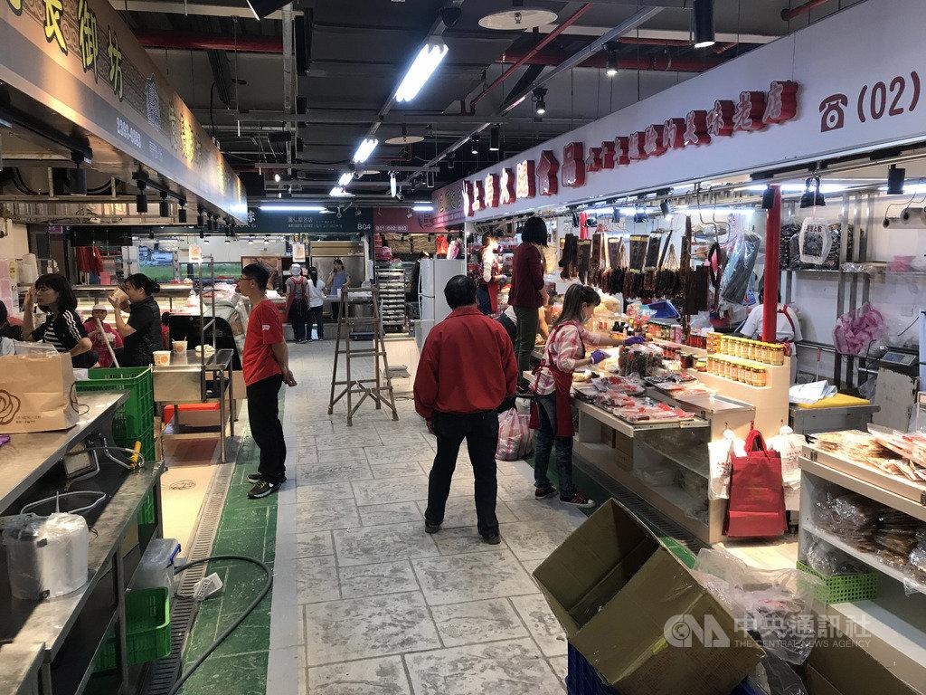 台北市南門中繼市場17日試營運,台北市市場處16日指出,試營運當天推出相關優惠活動。圖為中繼市場內部。中央社記者劉建邦攝  108年10月16日