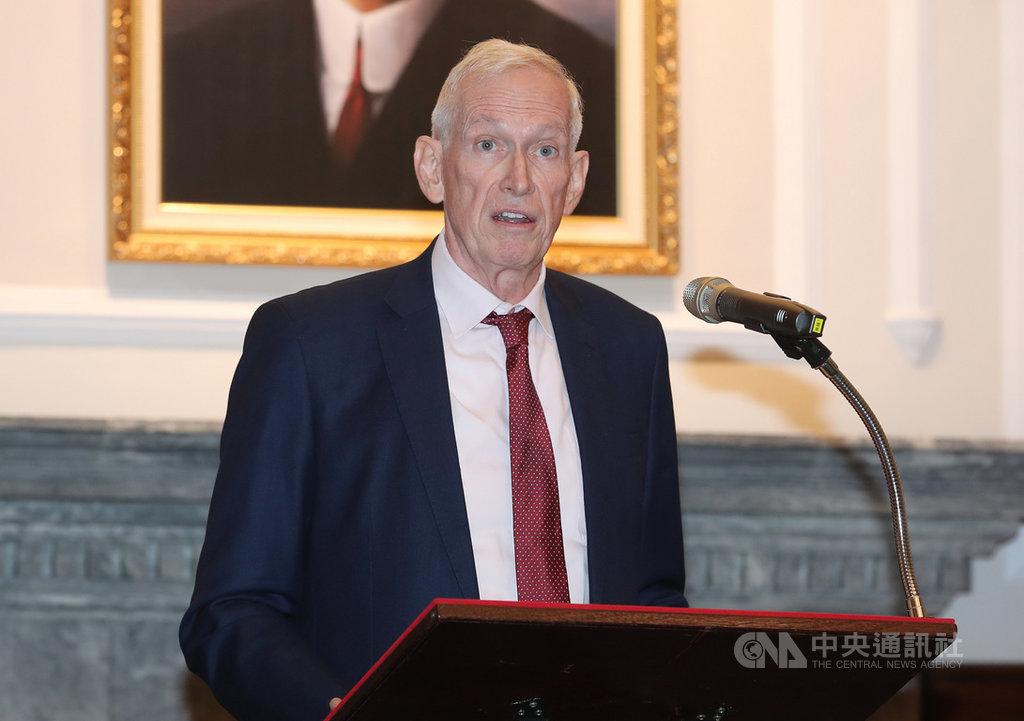 美國在台協會(AIT)主席莫健(James Moriarty)16日表示,美國非常重視台灣的安全,認為這是印太區域安全的核心部分,也持續關切兩岸關係的和平及穩定。美國反對任何一方片面的改變現狀,因為這樣的改變會破壞過去十幾年來和平穩定發展的區域框架。中央社記者張皓安攝 108年10月16日