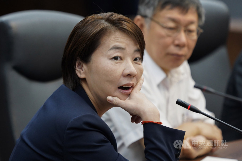 親民黨市議員黃珊珊(前)16日接任台北市副市長,不過,下週才會進行布達典禮,她說,「我是來做工的,不是來做官的」,沒有邀請任何人觀禮,包括親民黨主席宋楚瑜。中央社記者徐肇昌攝  108年10月16日