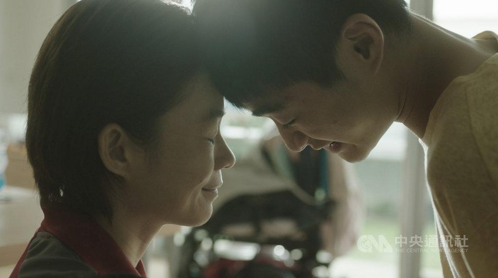 HBO Asia推出新加坡影集「影匿人生」,第一集由女星楊雁雁(左)及台灣新生代演員潘綱大(右)主演,敘述一名母親和自閉症兒子的故事,將於2019金馬影展搶先亮相。(HBO Asia提供)中央社記者洪健倫傳真 108年10月16日