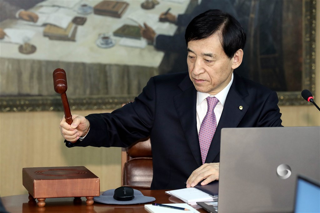 南韓中央銀行16日宣布降息,為今年以來第2度調降政策利率,追平之前歷史低點。圖為韓銀總裁李柱烈。(韓聯社提供)