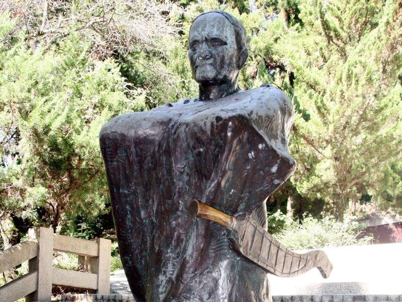 抗日烈士莫那.魯道的遺骨安葬在南投縣仁愛鄉霧社的莫那魯道紀念公園。圖為園區內的莫那魯道像。(中央社檔案照片)