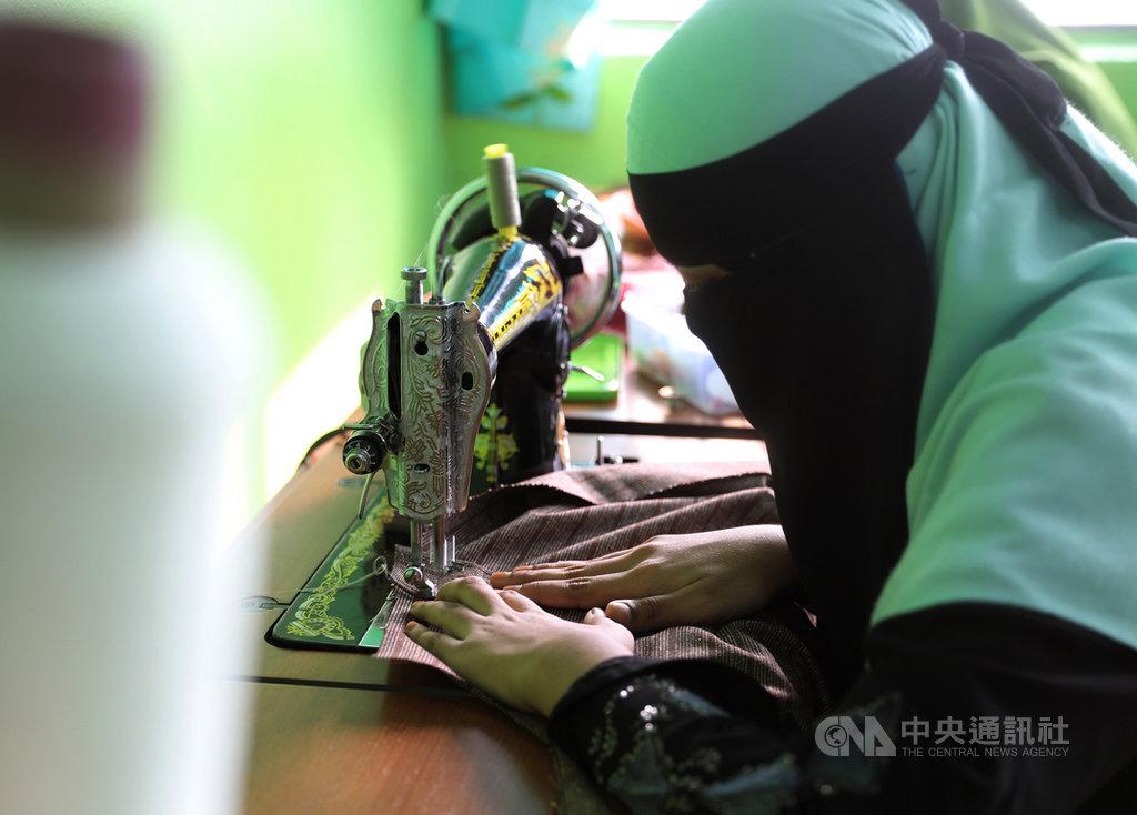 馬來西亞宗教學校Madrasah Hashimiah開設技能縫紉班等培訓課程,讓難民長大後也擁有一技之長。中央社記者黃自強吉隆坡攝 108年10月17日
