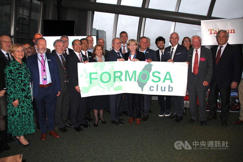 歐洲議會加上德國、法國及英國等國會友台小組16日在布魯塞爾成立「福爾摩沙俱樂部」,核心成員發表聯合聲明強化跨國挺台力量。中央社記者唐佩君布魯塞爾攝 108年10月17日