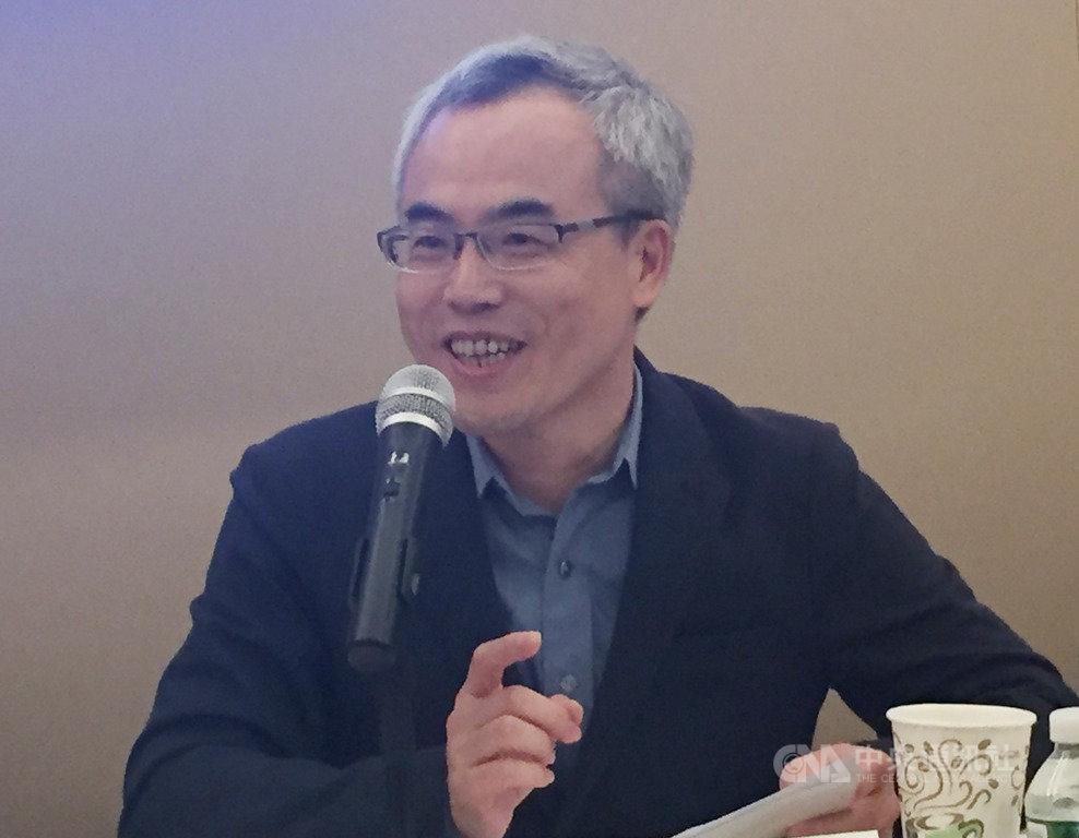 中國試圖透過資訊戰影響台灣大選,台灣媒體觀察教育基金會董事長羅世宏表示,自媒體、網紅、網路公關等非主流媒體可以從金流著手,了解是否有中國資金介入。中央社記者江今葉華盛頓懾  108年10月17日