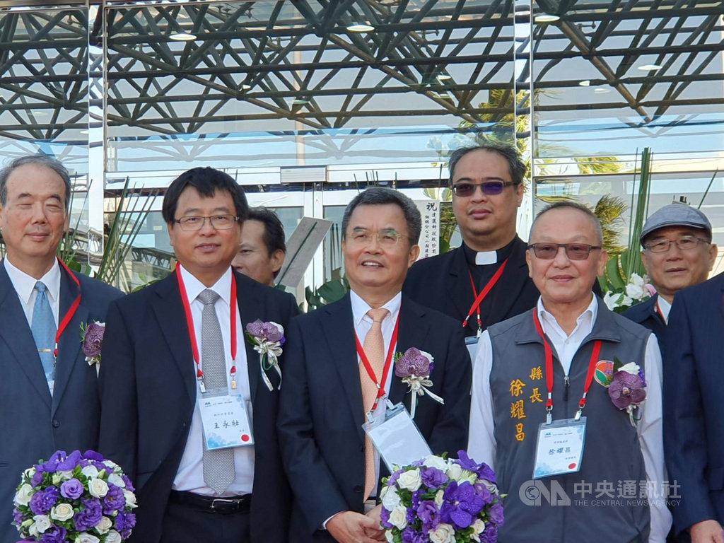 PI大廠達邁18日宣布「銅鑼二期建設」竣工啟用,圖中為董事長吳聲昌看好,未來高頻高速5G材料與光學級透明折疊顯示應用趨勢。中央社記者江明晏攝  108年10月18日