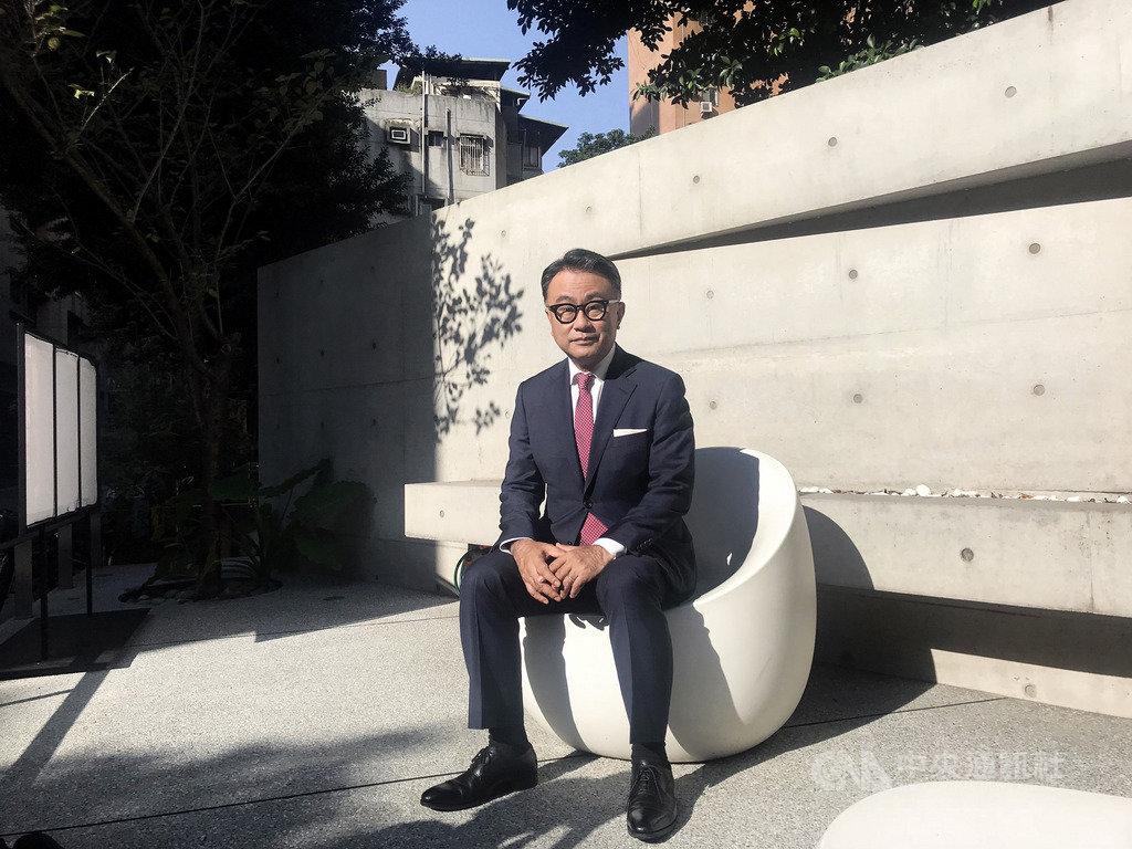日本導演三谷幸喜訪台,18日下午在台北宣傳新片「失憶的總理大臣」,這是他費時多年構思的政治喜劇,與當下日本社會不謀而合,三谷幸喜笑說,「沒想到現實正往我的想像貼近。」(傳影互動提供)中央社記者洪健倫傳真 108年10月18日