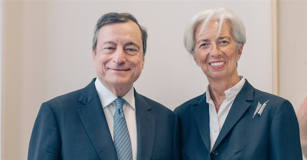 前國際貨幣基金總裁拉加德(右)11月1日起將接替現任歐洲央行總裁、義大利銀行家德拉吉(左)。(圖取自facebook.com/christinelagarde)