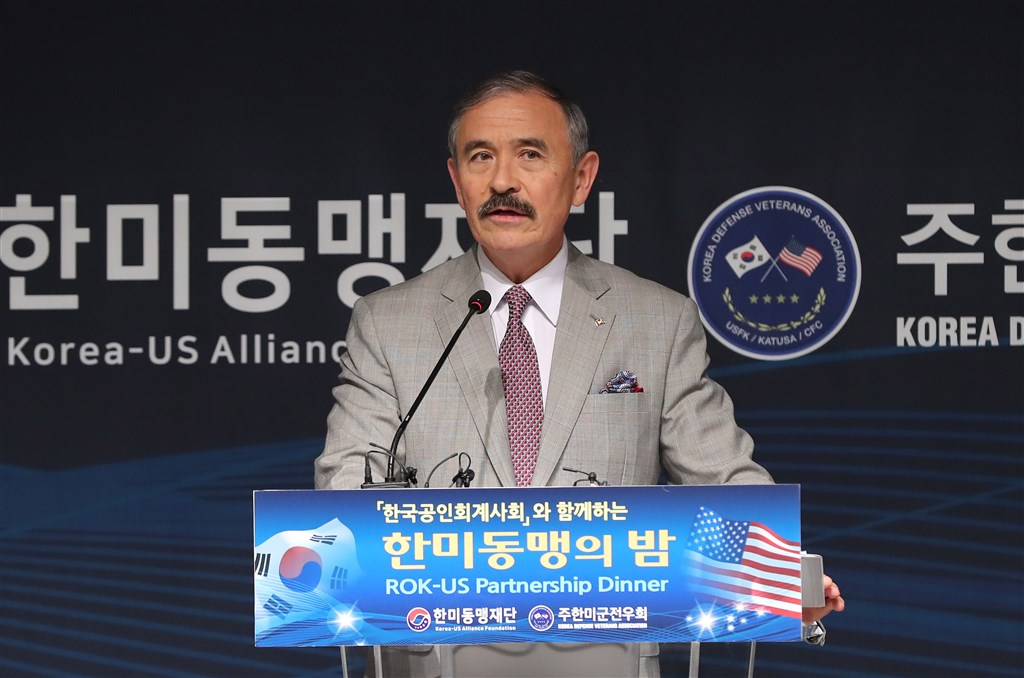 美國駐韓大使哈里斯17日在首爾廣場酒店出席「美韓同盟之夜」活動時表示,美韓安全同盟是印度太平洋區域安全與穩定的關鍵。(韓聯社提供)