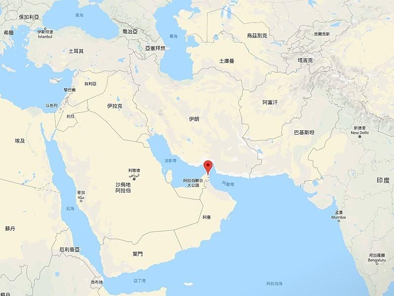 日本朝日新聞報導,日本已決定派遣自衛隊進駐荷莫茲海峽。荷莫茲海峽位於伊朗與阿曼之間,連接波斯灣與阿曼灣。(圖取自Google地圖網頁google.com/maps)