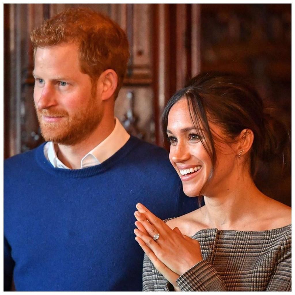 英國媒體起初友善對待嫁進王室的梅根(右),不過新聞報導卻漸增敵意,大幅報導她與皇室之間有嫌隙的傳聞。梅根19日受訪,分享自己當了媽媽還得面對媒體緊迫盯人的煎熬心情。(圖取自薩塞克斯王室IG網頁instagram.com/sussexroyal)