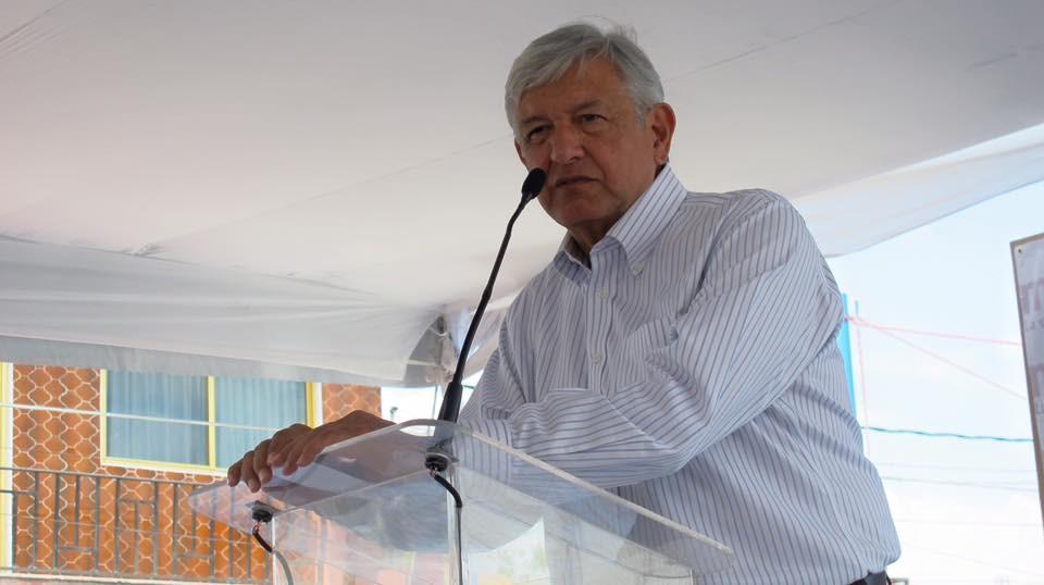 墨西哥安全部隊承認一度捕獲大毒梟「矮子」古茲曼的兒子,但在與古茲曼販毒集團爆發槍戰時將他放走,墨西哥總統羅培茲歐布拉多(圖)18日為此飽受批評。(圖取自facebook.com/lopezobrador.org.mx)