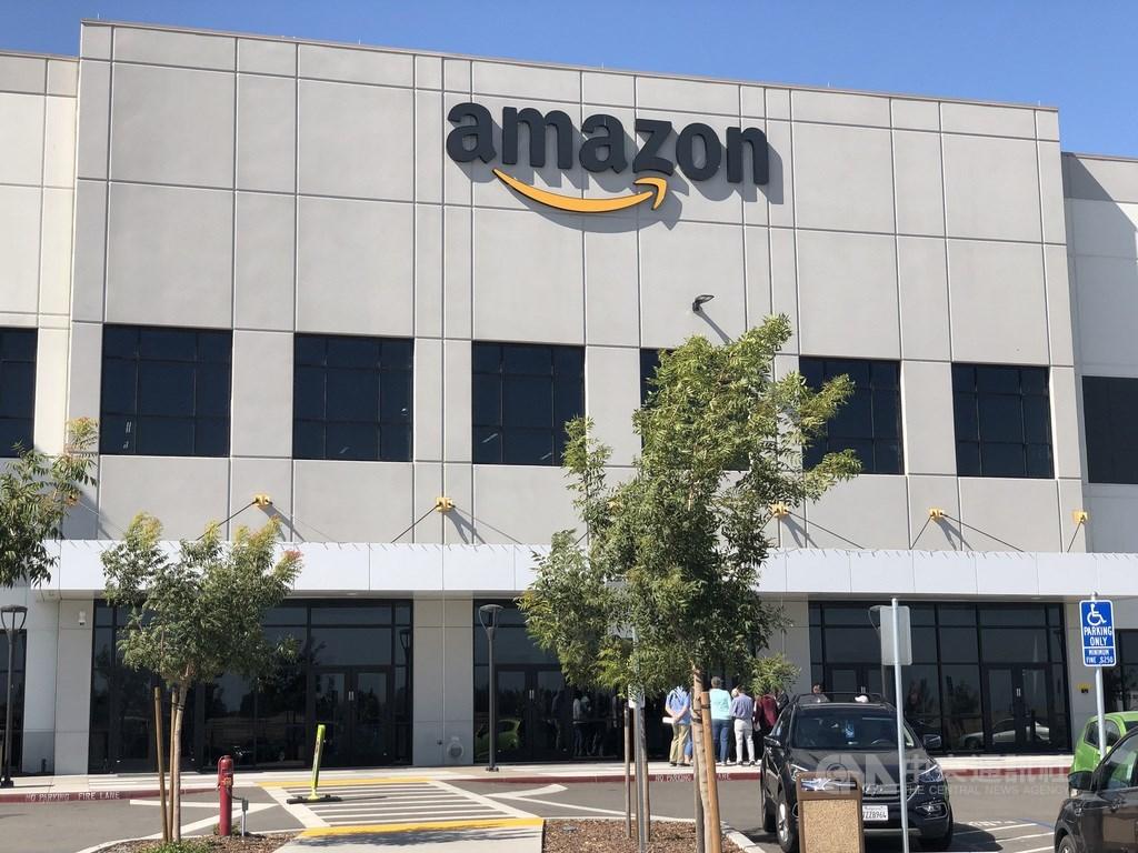 全美第一大電商亞馬遜倉儲開放參觀,滿足民眾的好奇,一窺真人與人工智慧並行的倉儲管理模式。中央社記者周世惠舊金山攝 108年10月20日