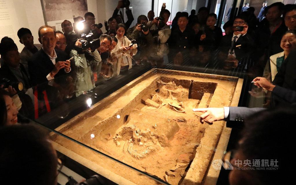 二里頭夏都遺址博物館19日在大陸河南省洛陽市正式開幕,占地約246畝,展出距今3800至3500年前的2000餘件藏品,證明夏朝是中國最早王朝。(中新社提供)中央社 108年10月20日