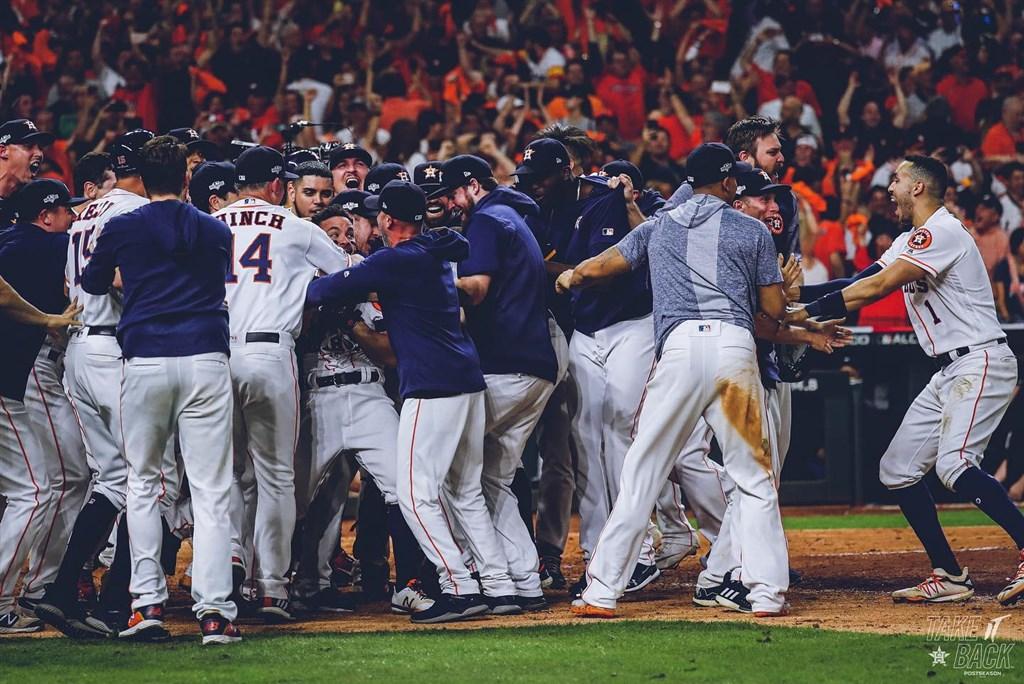 美國職棒休士頓太空人19日靠阿圖維的再見兩分砲,以6比4擊敗紐約洋基拿下美聯冠軍。(圖取自facebook.com/Astros)