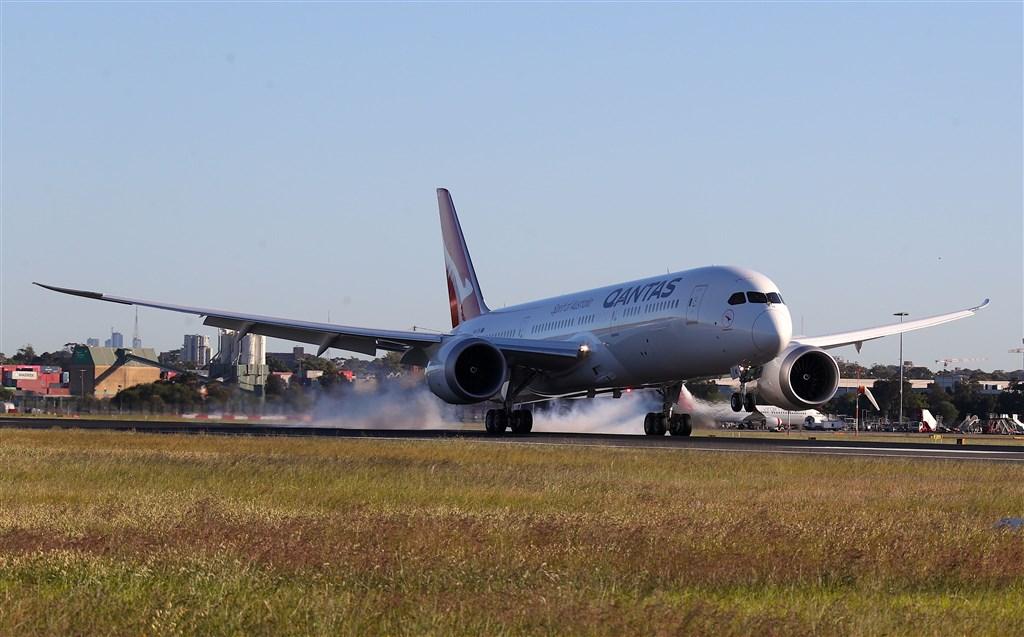 澳航QF7879航班從紐約直飛雪梨中途不停靠,共花了19小時16分鐘,寫下了全新里程碑。(圖取自澳洲航空新聞平台網頁qantasnewsroom.com.au)