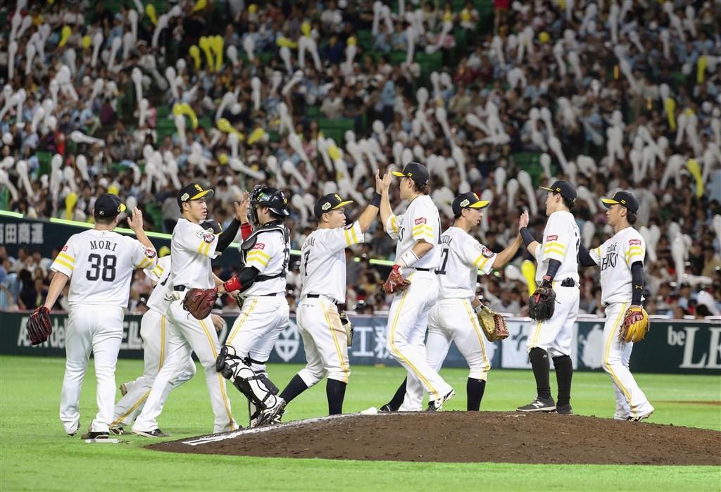 日本職棒軟銀隊20日以6比3擊退巨人,奪下總冠軍賽第2勝。(共同社提供)