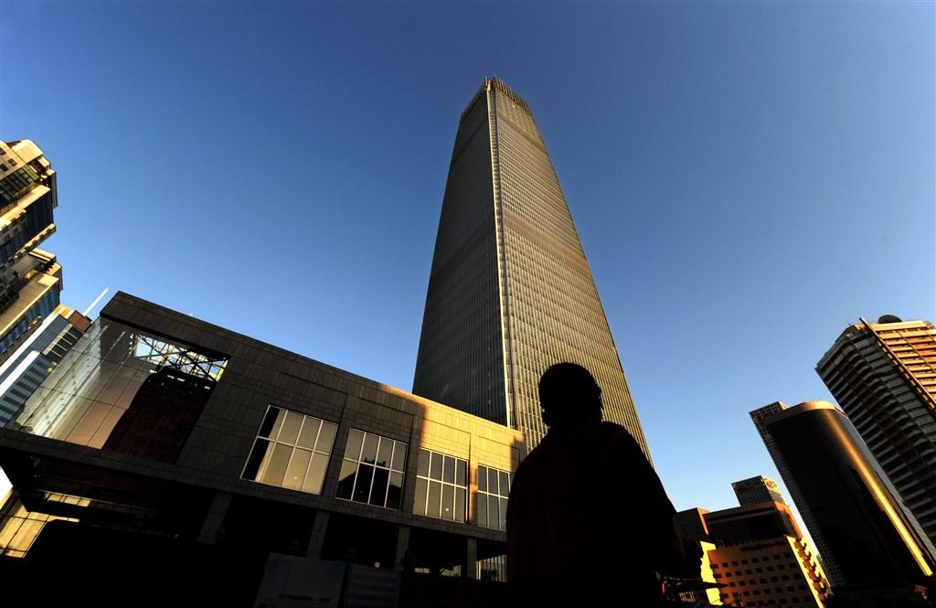 瑞士信貸銀行21日發表年度財富調查,中國富人數量已首度超越美國。圖為北京國際貿易中心。(中新社提供)