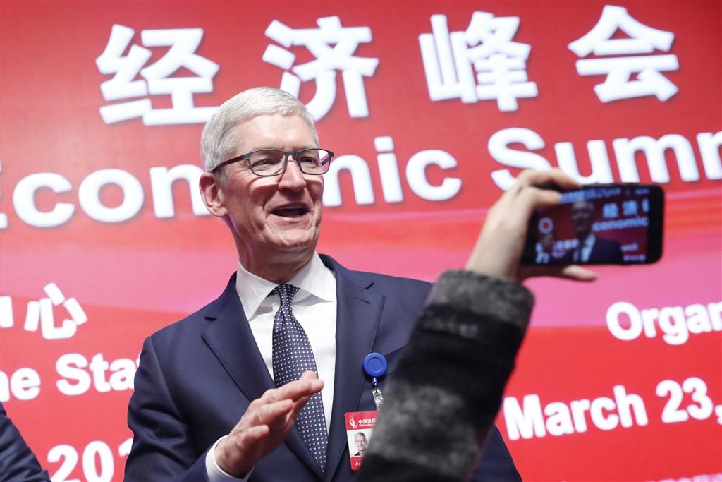 庫克在中國發展高層論壇2019年會經濟峰會發表演講,感謝中國打開了大門,讓蘋果成為一分子,並鼓勵中國繼續開放。(中新社提供)