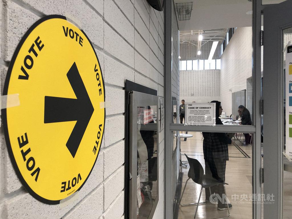 加拿大全國民調至選前一夜仍顯示,兩大政黨自由黨和保守黨支持率不相上下。中央社記者胡玉立多倫多攝  108年10月22日