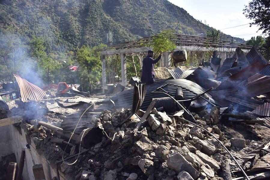 印度與巴基斯坦20日在邊境控制線武裝衝突,印度聲稱摧毀3個在巴基斯坦控制克什米爾的恐怖組織營地,巴國則稱開火還擊。(法新社提供)