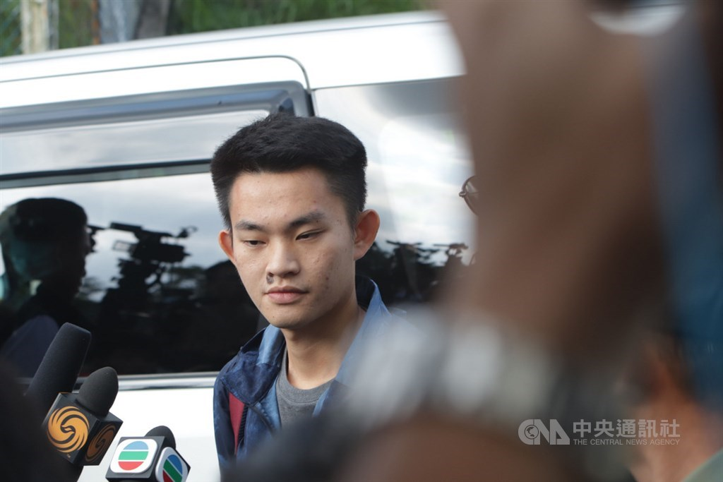 港女命案兇嫌陳同佳23日上午9時出獄,陸委會表示,尚無法確認陳嫌來台時間以及最後是否投案,並指自由行來台灣等一事,絕非事實。中央社記者張謙香港攝 108年10月23日