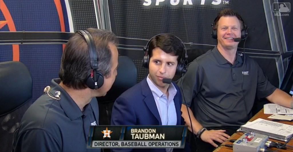 MLB休士頓太空人球團副總經理陶布曼(中)因對一群女記者語帶髒字咆哮,24日遭到開除。(圖取自MLB網頁mlb.com)