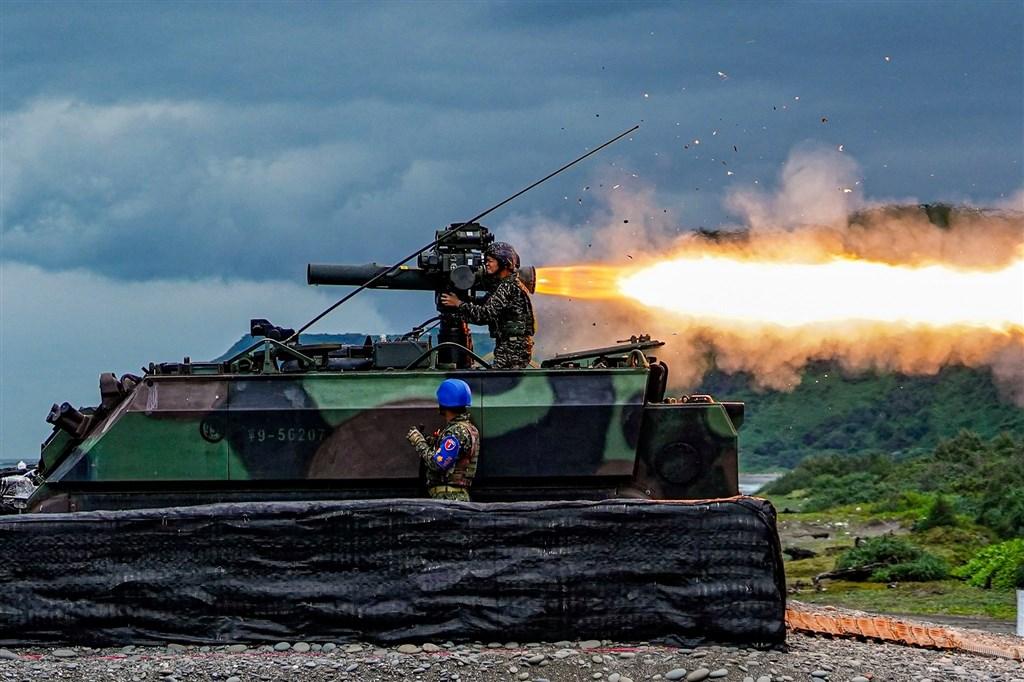 「中華民國海軍」臉書粉絲專頁以「天馬銳擊」為題發文,海軍陸戰隊陸戰九九旅反裝甲連進行拖式飛彈實彈射擊操演。(圖取自facebook.com/ROCNAVY.tw)