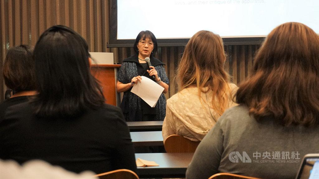 加州大學洛杉磯分校(UCLA)與台灣的國家圖書館合作,邀請台灣文化研究的先驅學者劉紀蕙舉行講座,透過藝術分析的角度反思當代社會。中央社記者林宏翰洛杉磯攝  108年10月24日