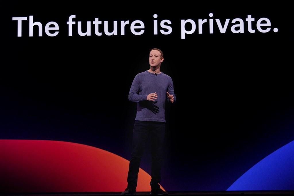 臉書執行長祖克柏23日表示,如果Libra無法獲認可為新貨幣,願意縮減計畫規模。圖為祖克柏出席2019年臉書F8開發者大會。(圖取自facebook.com/zuck)