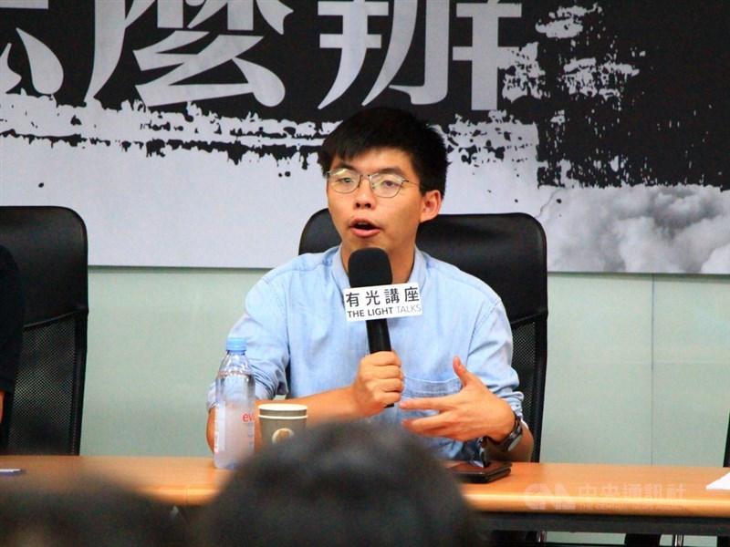 香港24日晚間將舉行區議員候選人簡介會,但香港眾志秘書長黃之鋒(圖)的參選資格仍未獲確認。(中央社檔案照片)